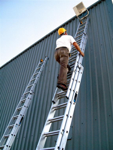 4.8m to 8.6m Youngman Industrial 500 Double Extension Ladder Class 1 570315